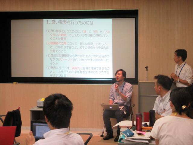 """奥岡チューターから、発表会用資料作成の""""コツ""""について説明がありました。"""